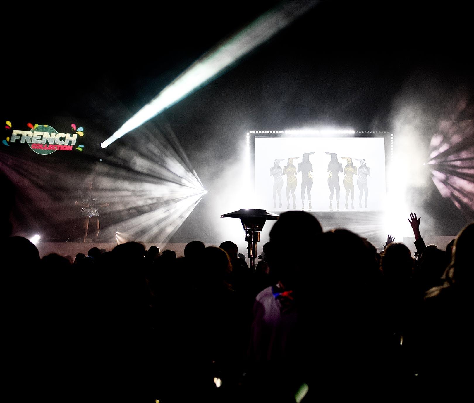 Technique soirée événementielle diffusion vidéo et jeux de lumière